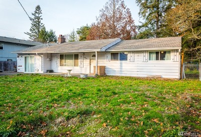 Lakewood Single Family Home For Sale: 8821 Forest Ave SW