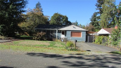 Lakewood Single Family Home For Sale: 8520 Paine St SW