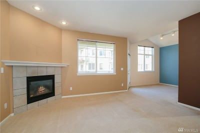 Everett Condo/Townhouse For Sale: 13000 Admiralty Wy #B302