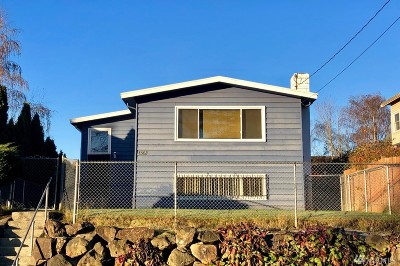 Seattle Single Family Home For Sale: 3235 34th Ave S
