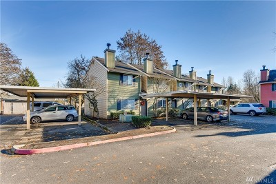Everett Condo/Townhouse For Sale: 412 Center Rd #F4