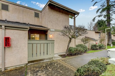 Kirkland Condo/Townhouse For Sale: 10010 NE 138th Place #R1