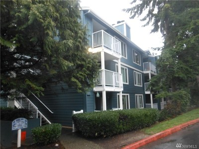 Seattle Condo/Townhouse For Sale: 300 N 130th St #2211