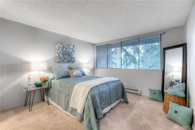 Redmond Condo/Townhouse For Sale: 6268 137th Place NE #244