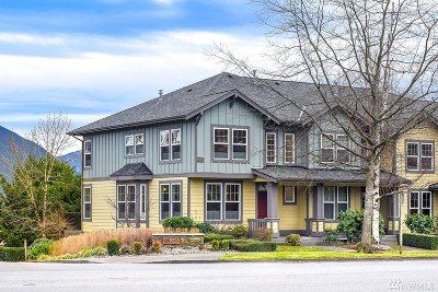 North Bend, Snoqualmie Condo/Townhouse For Sale: 7732 Fairway Ave SE #205