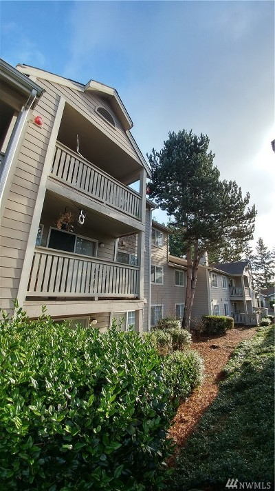 Everett Condo/Townhouse For Sale: 215 100th St SW #D104