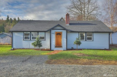 Puyallup Single Family Home For Sale: 910 16th St SW