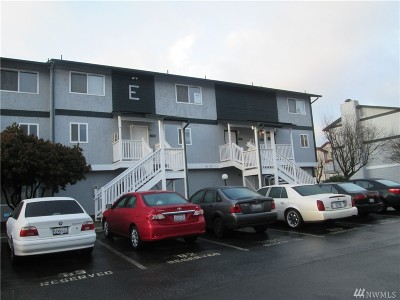 Everett Condo/Townhouse For Sale: 8823 Holly Dr #E-202