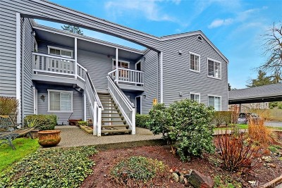 Lynnwood Condo/Townhouse For Sale: 17124 44th Ave W #A-203