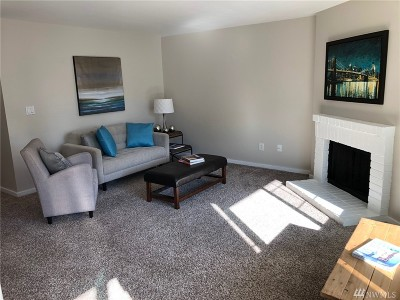 Everett Condo/Townhouse For Sale: 12404 E Gibson Road #N206