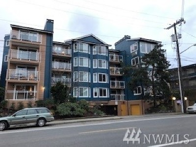 Seattle Condo/Townhouse For Sale: 7111 Linden Ave N #104