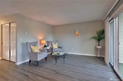 Issaquah Condo/Townhouse For Sale: 220 SW Clark St #B202