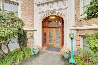 Seattle Condo/Townhouse For Sale: 5810 Cowen Place NE #306