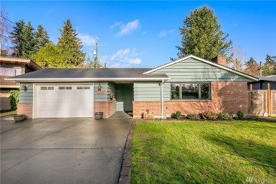Seattle Single Family Home For Sale: 3220 SW 113th St