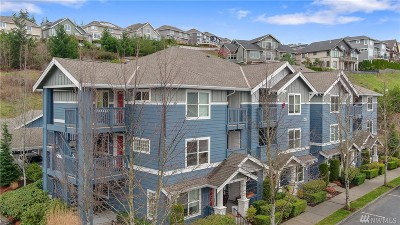 Issaquah Condo/Townhouse For Sale: 1652 25th Place NE #204