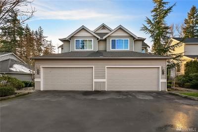 Condo/Townhouse For Sale: 911 232nd Lane NE #911
