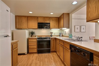 Issaquah Condo/Townhouse For Sale: 3935 226th Place SE #106
