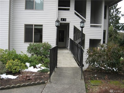 Mountlake Terrace Condo/Townhouse For Sale: 23401 Lakeview Dr #J-201