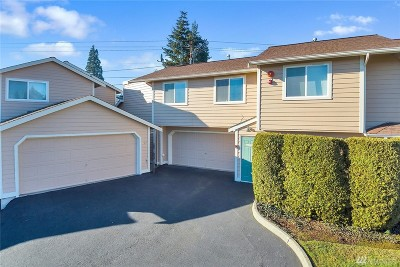 Everett Condo/Townhouse For Sale: 8210 Spokane Dr #204