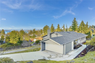 Everett Single Family Home Contingent: 4935 Seaview Wy