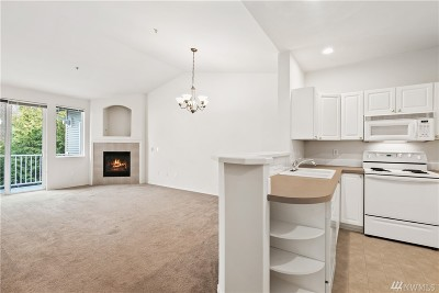 Everett Condo/Townhouse For Sale: 12712 Admiralty Way #G302