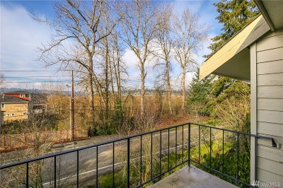 Bellevue Condo/Townhouse For Sale: 3930 Lake Washington Blvd SE #8A