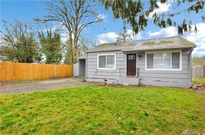 Lakewood Single Family Home For Sale: 14616 Washington Ave SW
