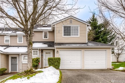 Everett Condo/Townhouse For Sale: 10030 Holly Dr #54