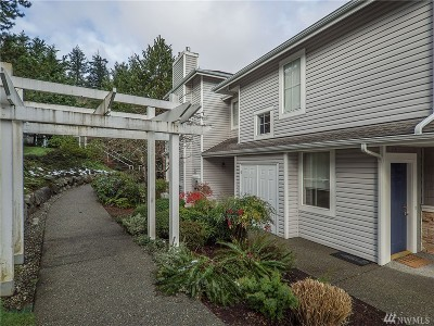 Issaquah Condo/Townhouse For Sale: 23722 SE Summerhill Lane #2-1