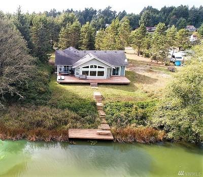 Grays Harbor County Single Family Home For Sale: 251 Overlake St NE