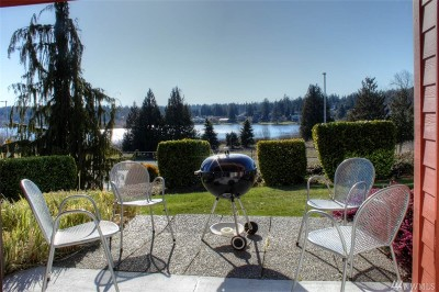Mountlake Terrace Condo/Townhouse For Sale: 23501 Lakeview Dr #D106