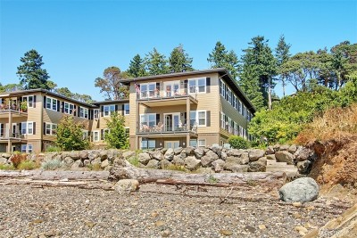 Bainbridge Island Condo/Townhouse For Sale: 9551 NE South Beach Dr #3B