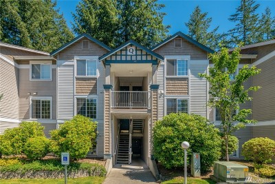 Sammamish Condo/Townhouse For Sale: 25235 SE Klahanie Blvd #Q202