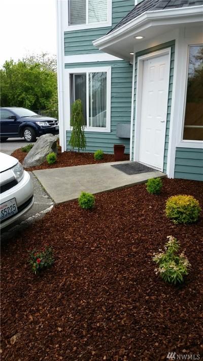 Oak Harbor Multi Family Home Pending: 952 SE Ely St