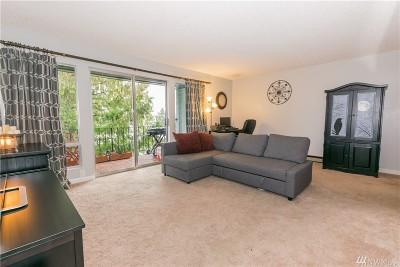 Seattle Condo/Townhouse For Sale: 10459 Des Moines Memorial Dr S #S403
