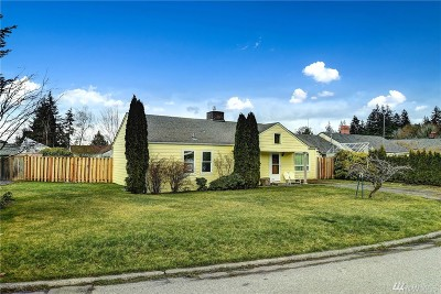 Everett Single Family Home For Sale: 319 Park Place