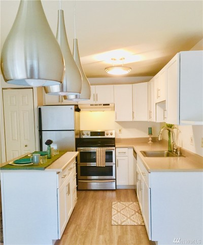 Issaquah Condo/Townhouse For Sale: 700 Front St #C209