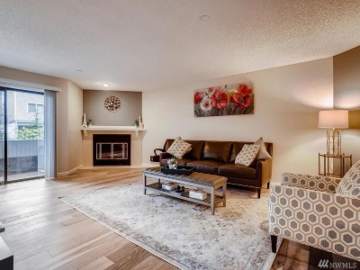 Lynnwood Condo/Townhouse For Sale: 18606 52nd Ave W #221