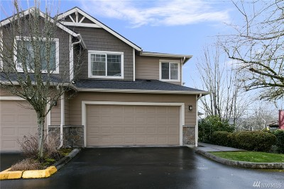 Sammamish Condo/Townhouse For Sale: 3500 East Lake Sammamish Pkwy SE #2-105