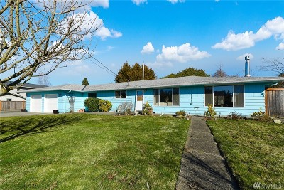 Everett Single Family Home For Sale: 701 105th St SW