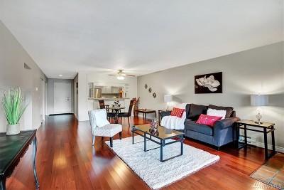 Redmond Condo/Townhouse For Sale: 6702 139th Ave NE #746