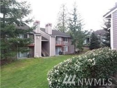 Lynnwood Condo/Townhouse For Sale: 16817 Larch Way #F107
