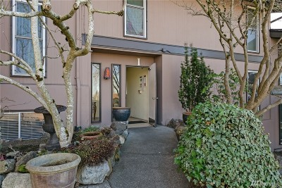 Renton Condo/Townhouse For Sale: 1425 S Puget Dr #I2