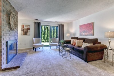 Bothell Condo/Townhouse For Sale: 21529 4th Ave W #C-32