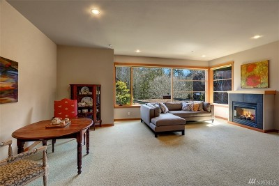 Bainbridge Island Condo/Townhouse For Sale: 752 Vineyard Lane NE #L205