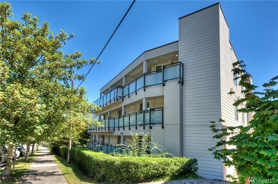Seattle Condo/Townhouse For Sale: 2334 Thorndyke Ave W #103