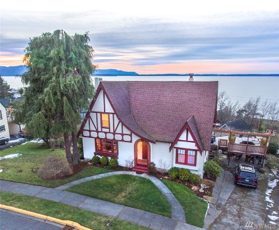 Bellingham Single Family Home For Sale: 370 S Forest St