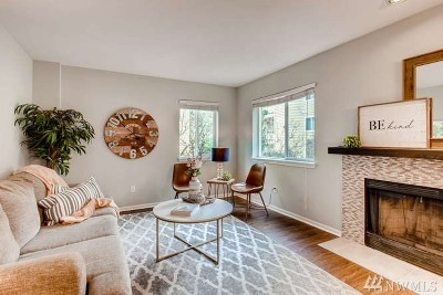 Issaquah Condo/Townhouse For Sale: 455 Newport Wy NW #201