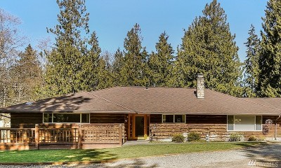 Lummi Island Single Family Home For Sale: 4025 Lakeway Dr