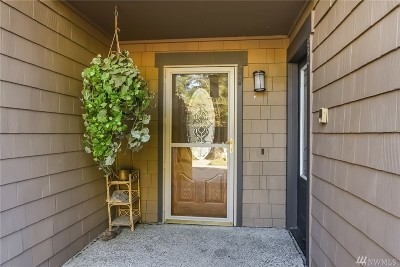 Redmond Condo/Townhouse For Sale: 4030 NE 40th Pl. Pkwy #F3